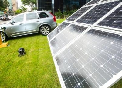 Volvo carrega veículo com energia solar em São Paulo